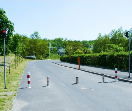 GREEN Center hydraulic telescopic bollard designed for roads