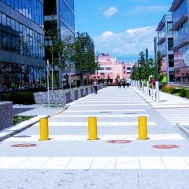 GREEN Center hydraulic telescopic bollards designed for roads